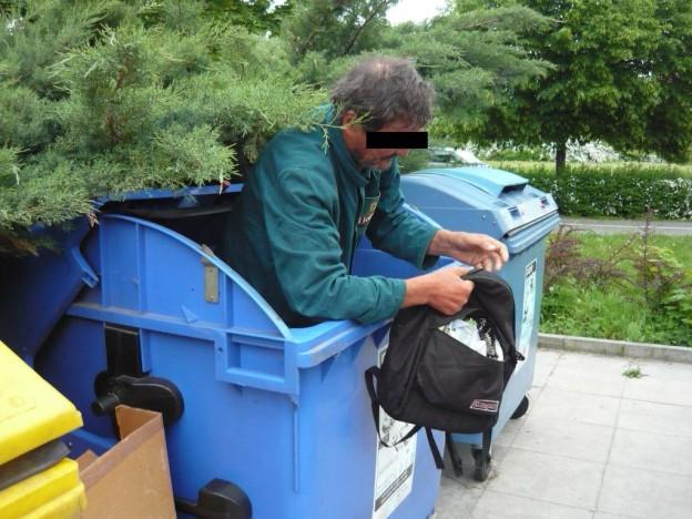 17_5_2013 bezdomovec v kontejneru 19_05_jpg (2)