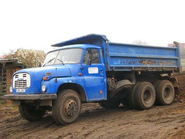 1200px-Tatra_148_valnik