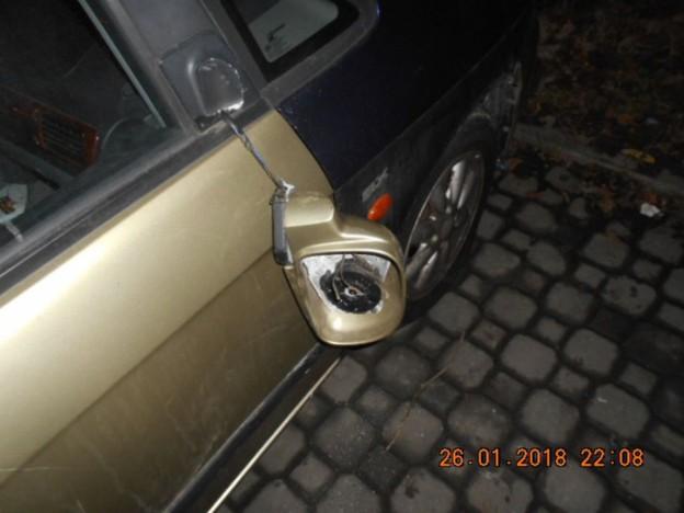 Poškozené auto001